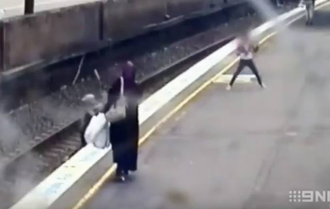 Video: Muslim Woman in Australia Saves Girl From Death