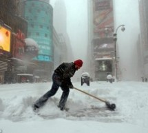 Blizzard Blankets US East Coast, 11 States Declare State of Emergency