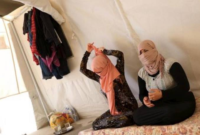 Yazidi sisters, who escaped from captivity by Islamic State militants, sit in a tent at Sharya refugee camp on the outskirts of Duhok province on July 3, 2015. ( Photo REUTERS/Ari Jala)