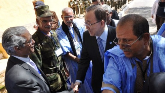 Sahrawis in Tindouf Camps Pelt Ban Ki-Moon's Car with Stone