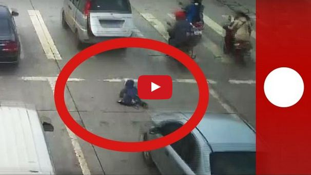 Child Falls Out From Moving Car on Highway and Survives