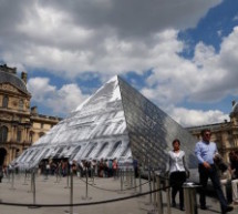"Artist Uses Optical Illusion to Make Louvre Pyramid ""Disappear"" in Paris"