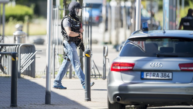 Heavily-armed police stand outside a movie theater where an armed man has reportedly opened fire on June 23, 2016 in Viernheim, Germany.