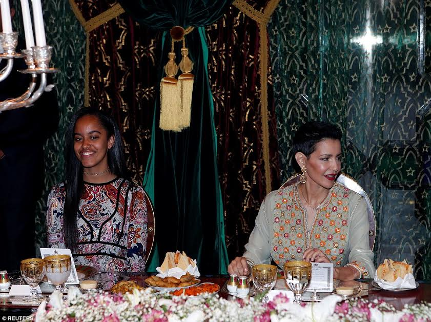 Malia, Barack Obama's daughetr in Caftan