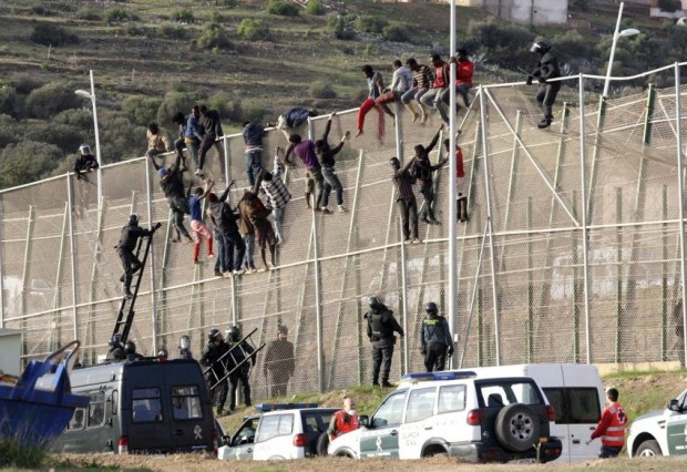 200 Migrants Jump Morocco-Melilla Fence, 1 Migrant Dead