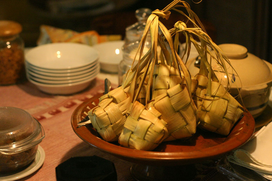 Popular Ramadan Foods around the World. ketupat