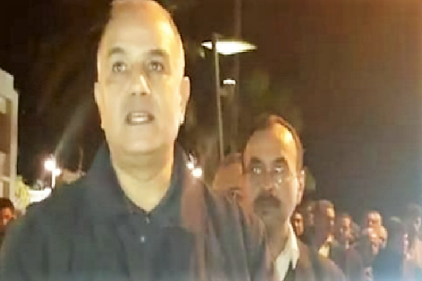 Al-Hoceima's Governor Joins Protestors in the Street at 3AM