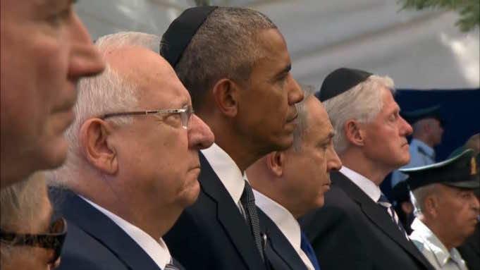 President Reuven Rivlin, US President Barack Obama, Prime Minister Benjamin Netanyahu and former US president Bill Clinton stand at Shimon Peres's funeral
