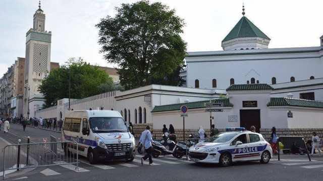 Bigot Writes Islamophobic Remarks on Mosque Wall in France