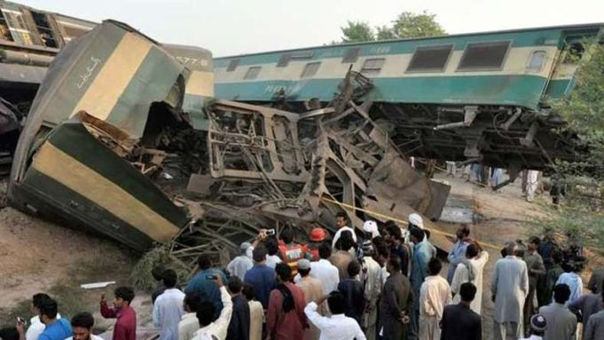 Train Collision Kills 16 in Karachi
