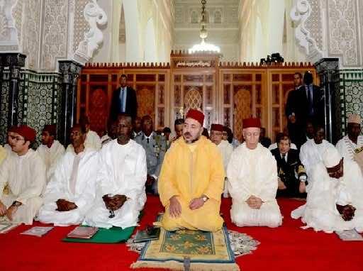 Король Мохаммед VI совершает пятничную молитву в мечети Антананариву на Мадагаскаре
