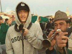 Mesut Özil Poses with Cobra in Morocco