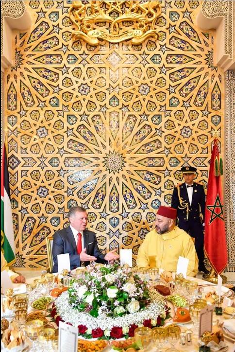 Invited by King Mohammed VI, Jordan's King Abdullah II Ibn Al Hussein arrived on Wednesday to Morocco for an official visit to Morocco. The visit is aimed to consolidate the longstanding ties between the two counties and discuss the political development that the region is experiencing. The two heads of the state also aim to reaffirm the importance of cooperating to strengthen the field of security in the Arab world in order to counterattack the terrorist challenges that the region face They also seek to jointly coordinate in this field to fight terrorism and assume their responsibilities by conducting religious discourses that conform to the percept of the Islamic religion. During their meeting, the two heads of state agreed on the importance of the mobilization of the international community in an attempt to find solutions to the conflicts in the Middle East countries, including Palestine. In honor of King Abdullah II, King Mohammed VI chaired a dinner at Rabat's Royal Palace in the presence of caretaker of Government, Abdelilah Benkirane and the King's advisor and the officials of the parliament. King Abdullah II was accompanied by Prince Ghazi Bin Muhammad Bin Talal, Chief Advisor for Religious and Cultural Affairs.