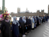 Muslim Women Line Westminster Bridge in Show of Solidarity