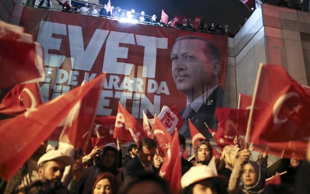 Turks Celebrate Victory in April 16 Referendum