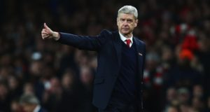 Arsenal Re-Signs Manager Arsene Wenger