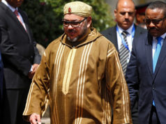 King Mohammed VI of Morocco (L) walks with Ethiopia's Prime Minister Hailemariam Desalegn at the National palace during his state visit to Ethiopia's capital Addis Ababa, November 19, 2016.