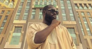 Famous French Singer Maitre Gims Performs Omra in Mecca
