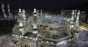 300 Moroccan Hajj-Goers Sleep in Mecca Streets After Fraud by Saudi Travel Agency