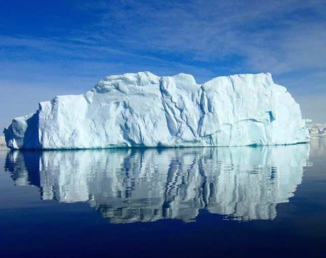 5800 km Square Iceberg Breaks off Coast of Antarctica