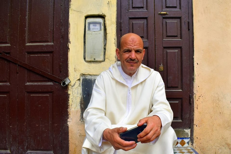 A Moroccan man in white. Photo by ieva kambarovaite