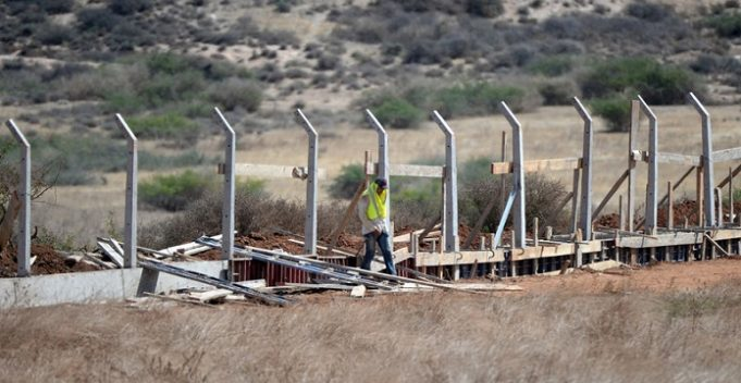 Algeria Launches Construction of 'High-Tech' Border Wall at Moroccan Border