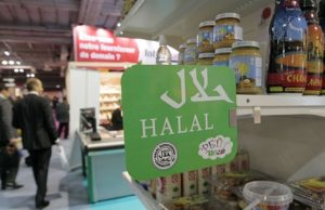 After French Halal Supermarket Closes for Not Selling Alcohol and Pork, Outraged Customers Protest
