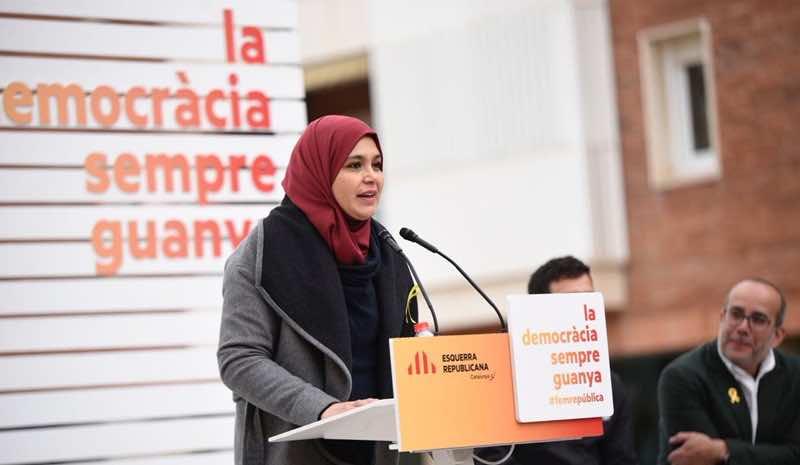 España es un Estado, pero no es una nación; ¿argumentos? ¿contra argumentos? - Página 2 Najat-Driouech-First-Moroccan-Muslim-Woman-in-Catalan-Parliament