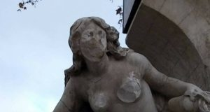 naked woman statue
