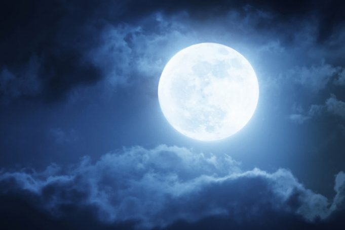 2018's First Super Moon to Glow Up Skies Tonight
