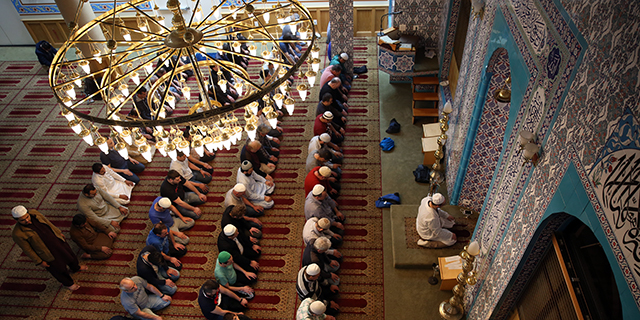 US Muslims to Commence Ramadan Fast May 16