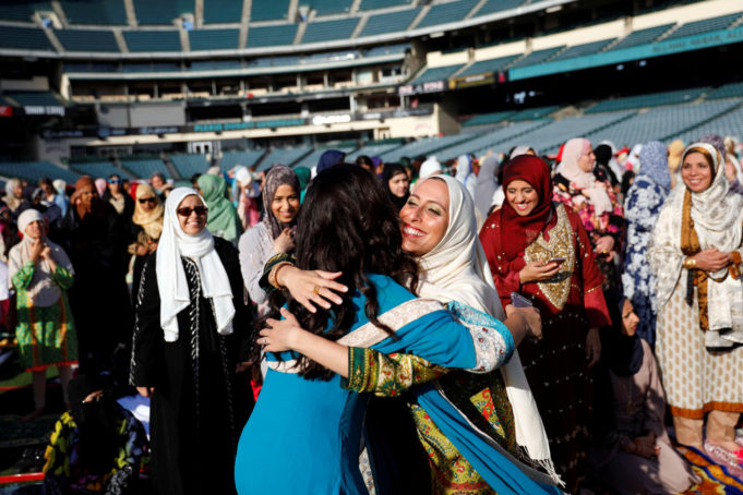 Muslim World Says Goodbye to Ramadan, Welcomes Eid al-Fitr