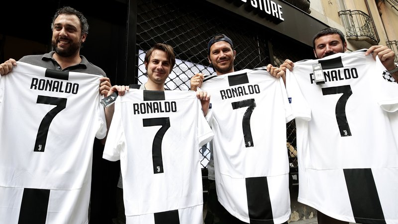 half off f8814 2e0e6 Juventus Sells 600,000 Copies of Ronaldo's Jersey