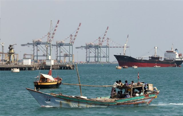 Houthis Attack Saudi Oil Tankers, Saudi Arabia Suspends Oil Shipments