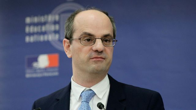 French Education Minister: 'Arabic is a Great Literary Language'