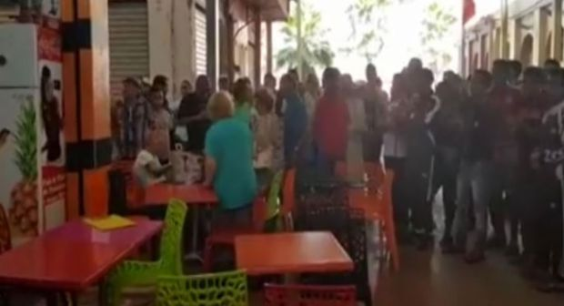 Shopkeepers in Agadir Market Force Tourists to Leave Coffee Shop