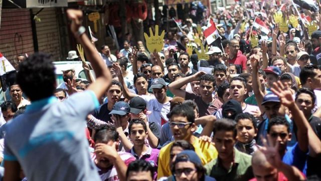 Egypt Arrests 40 Activists, Lawyers
