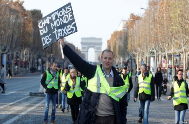France's 'Yellow Vest' Protests Continue, Police Struggle to Gain Control
