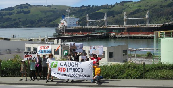 Pro-Polisario Activists Protest Moroccan Phosphate in New Zealand