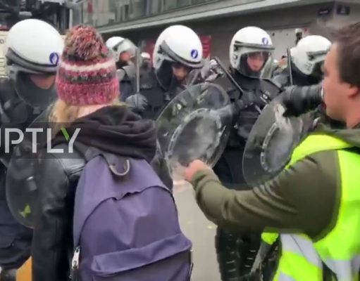Video: Yellow Vests Smash, Burn Police Cars in Brussels