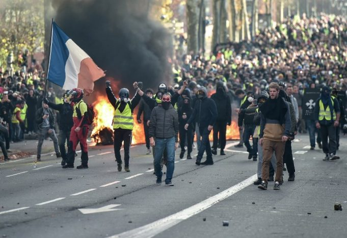 Yellow Vests Call President Macron's Speech 'Charade', Promise to Continue Carnage