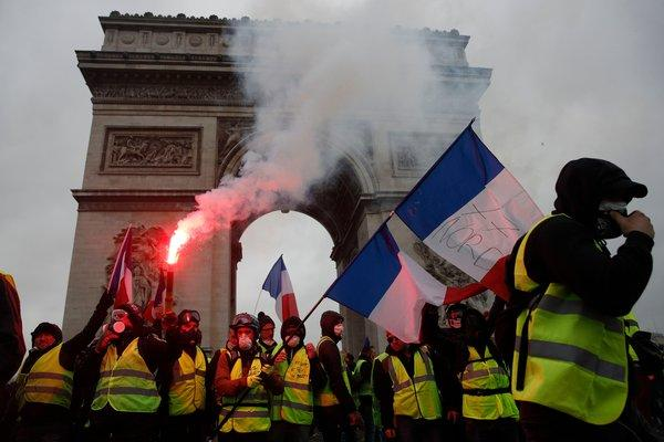 Paris Tourist Sites Close due to 'Yellow Vest' Riots