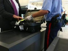 Marrakech Airport Immigration Official Robs Tourist, Gets Caught on Tape