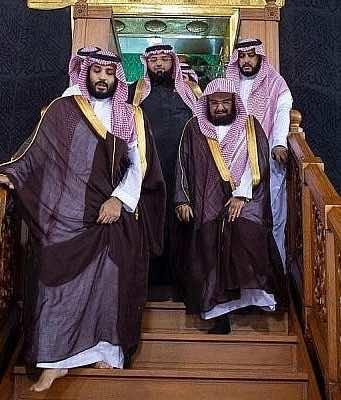 Muslims Slam Mohammed bin Salman for Walking over Roof of Mecca's Kaaba