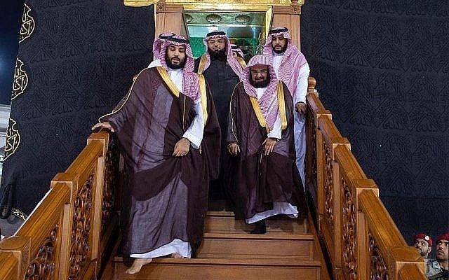 Muslims Slam Mohammed bin Salman for Walking over Roof of Mecca's Kaaba