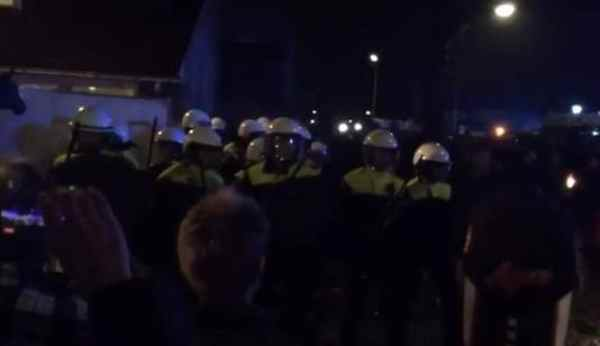 100 Teens Chant 'Geert Wilders,' Attack Moroccan Family in Netherlands
