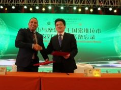 Hicham Jabari, the mayor of Essaouira, and Yan Gang, the mayor of Shengzhou