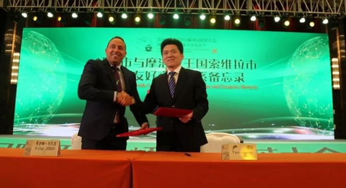 Hicham Jabari, the mayor of Essaouira, and Yan Gang, the mayor of Shengzhou
