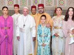 Pope Francis posing for a photo with the Moroccan royal family. Credit: MAP
