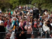 New Zealanders Cover their Hair With 'Headscarf for Harmony'